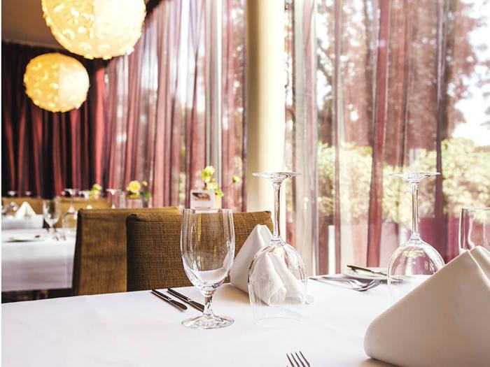 """Brokastis baudīsiet elegantajā viesnīcas restorānā """"Jūrmala""""."""