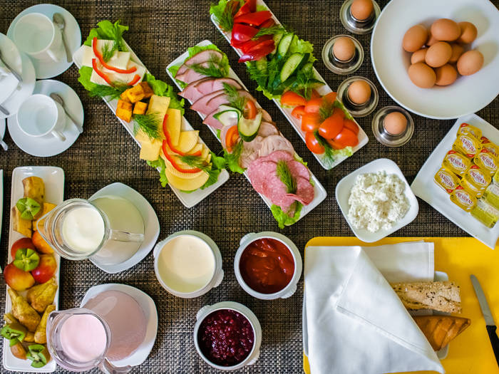 Rītu par papildus piemaksu varēsiet sākt ar sātīgām brokastīm.