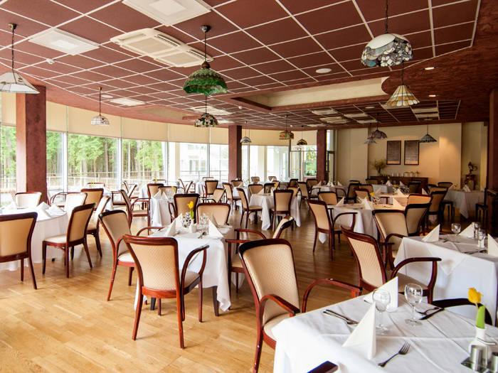 Brokastis ieturēsiet modernā viesnīcas restorānā.