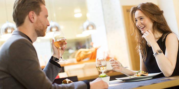 VAKARIŅAS, vīns, dzīvā MŪZIKA un nakts viesnīcā DIVIEM