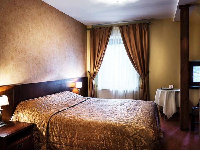 """Viesnīca - restorāns """"Grafo Zubovo"""" - Viesnīcas Šauļu raj."""