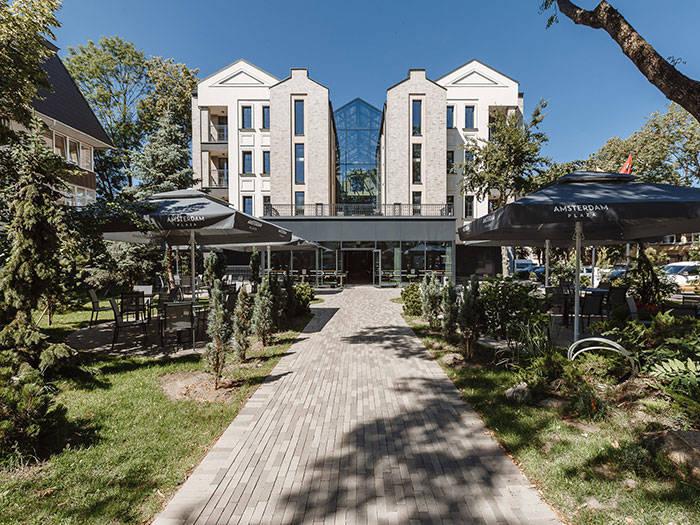 Amsterdam Plaza - Отели в Паланге